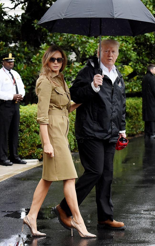 """המלצה שלנו: מגף עד הברך ומעיל. נשיא ארה""""ב ואישתו (Aep, Gettyimages)"""