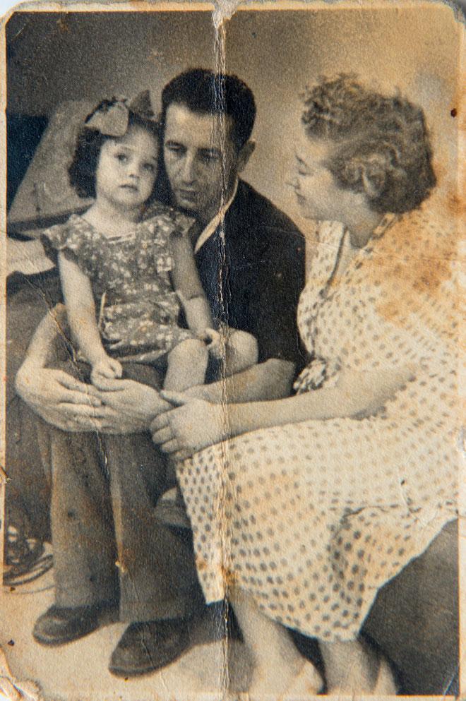 """אתר בילדותה עם הוריה, השחקנית רחל מרכוס והמשורר נתן אלתרמן. """"כמו ציפור מבוהלה"""" (צילום רפרודוקציה: יובל חן, באדיבות משפחת סלור)"""