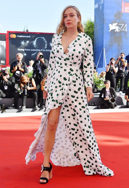 קלואי סוויני בשמלה של מיו מיו (צילום: Gettyimages)