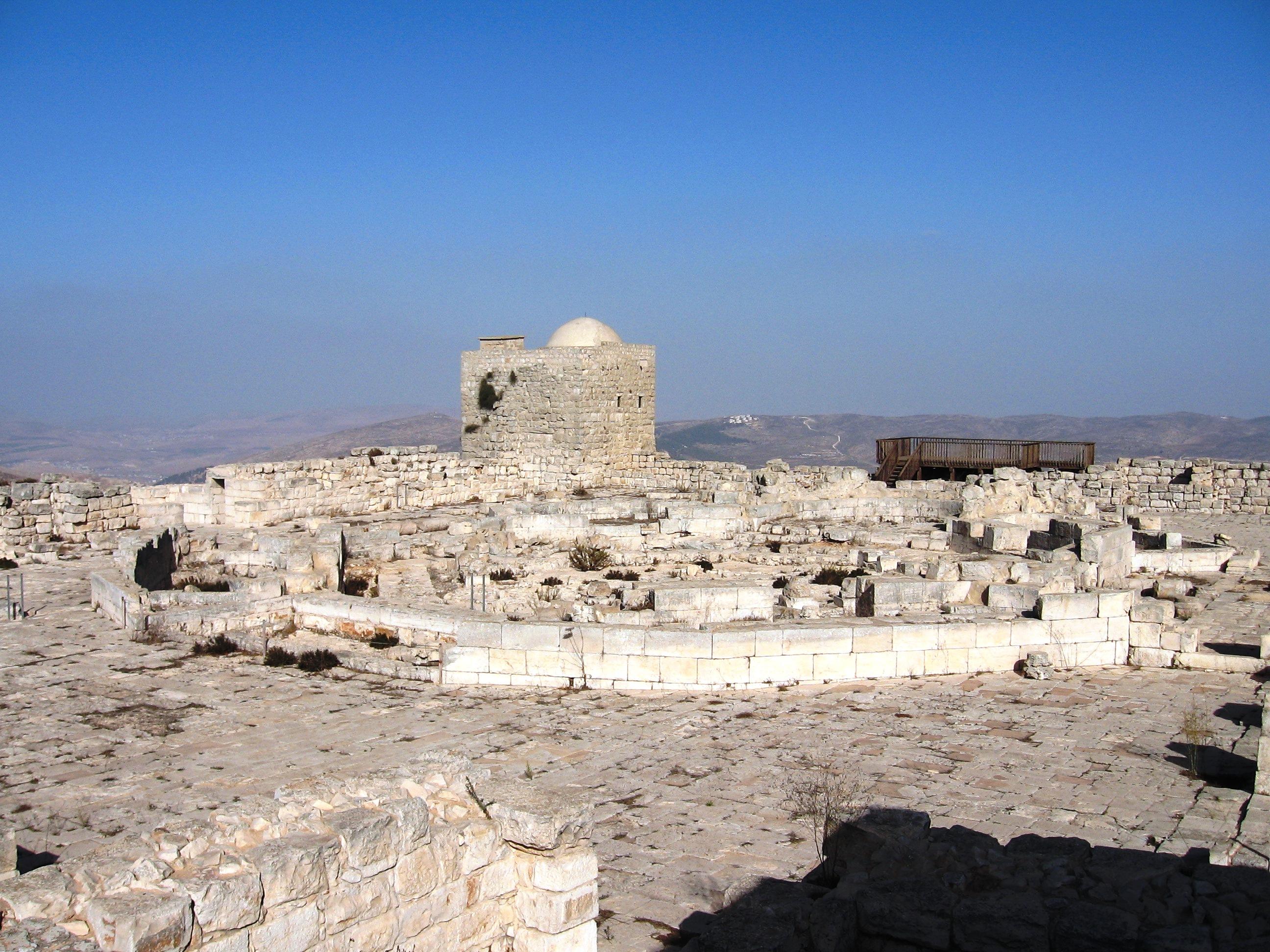 שרידי הכנסייה בהר גריזים (צילום: דניאל ונטורה)