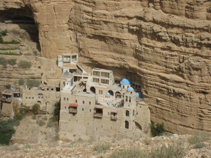 מנזר סנט ג'ורג' בתוך ההר (צילום: מנשה סויסה)