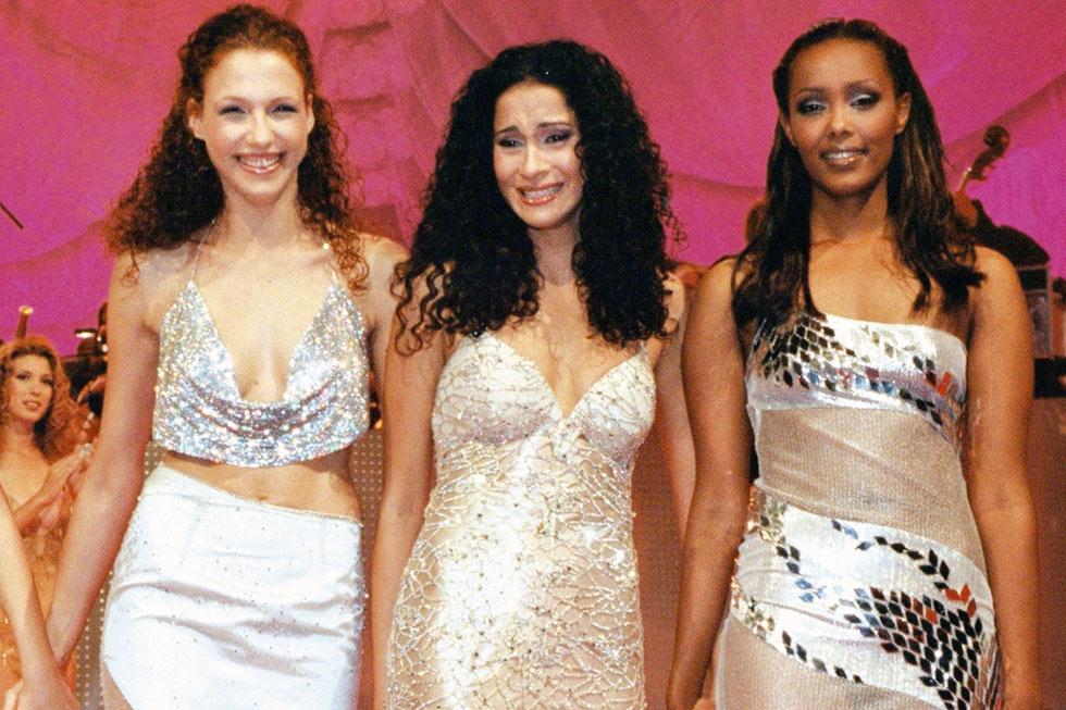 רז (משמאל) ורנא רסלאן (באמצע) בתחרות מלכת היופי (צילום: ששון משה)