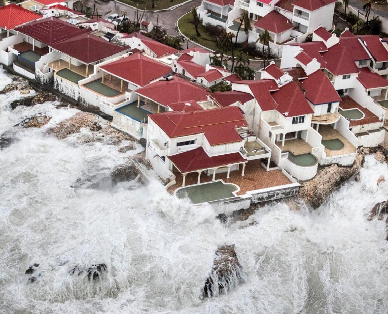 ההרס ממבט על: שדה התעופה והבתים הוצפו