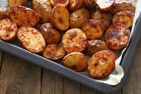 תפוחי אדמה קטנים בפפריקה (צילום: טליה הדר)