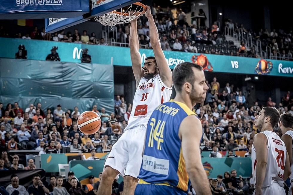בארוביץ' מטביע את רומניה (צילום: FIBA.com) (צילום: FIBA.com)