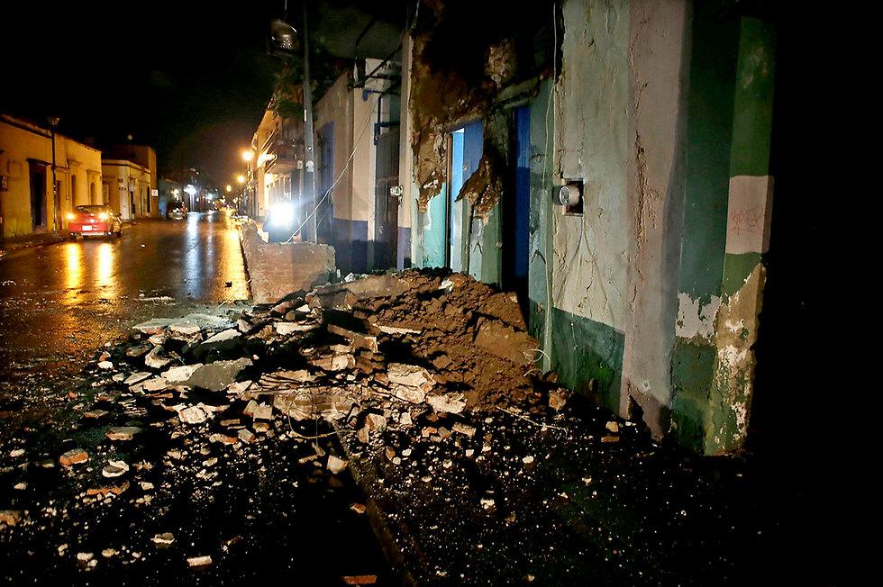 מנזקי רעש האדמה  (צילום: EPA)