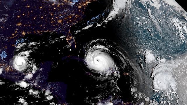 שלושת ההוריקנים, מבט מהחלל (צילום: AP, NOAA) (צילום: AP, NOAA)