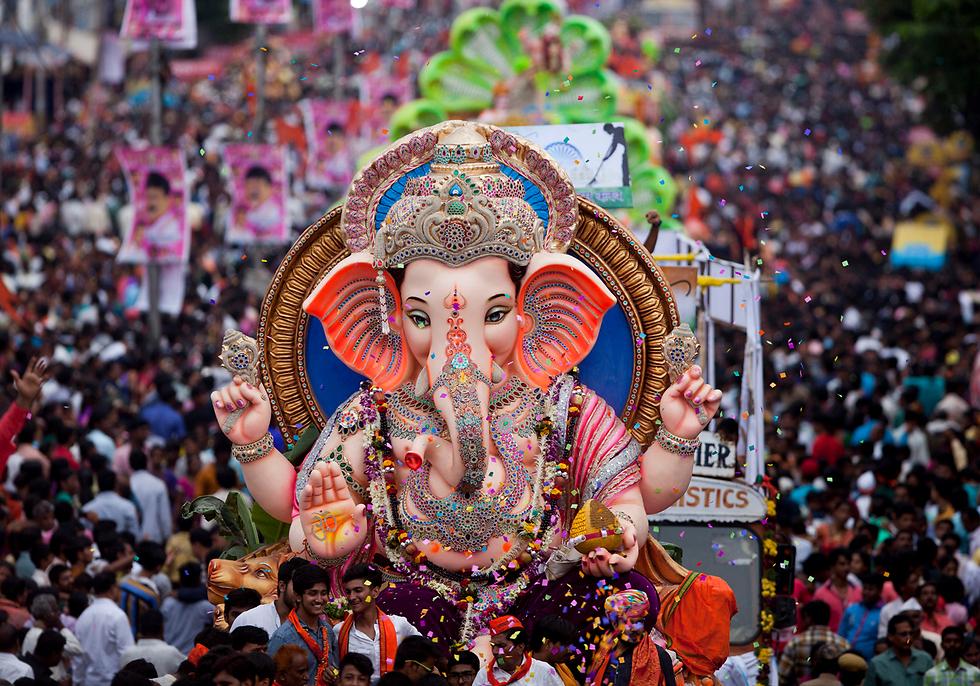 תהלוכת האל ההינדי בהודו (צילום: AP)