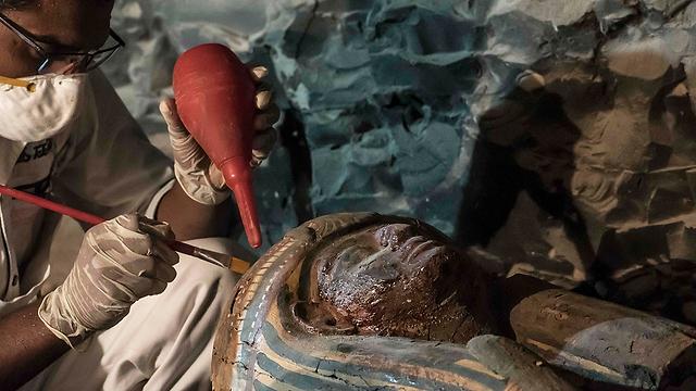 אחת המומיות שהתגלו ליד לוקסור (צילום: AFP)