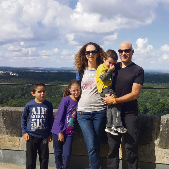 תצפית משפחתית על עמק האלבה | צילום: תהל בלומנפלד