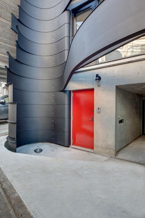 החתימה ''רון ארד אדריכלים'' למטה משמאל (צילום: Anatole Papafilippou - TokyoPhotoStudio.com)