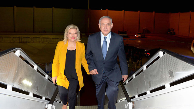 Netanyahu and his wife Sara on their way to Argentina (Avi Ohayon/GPO)