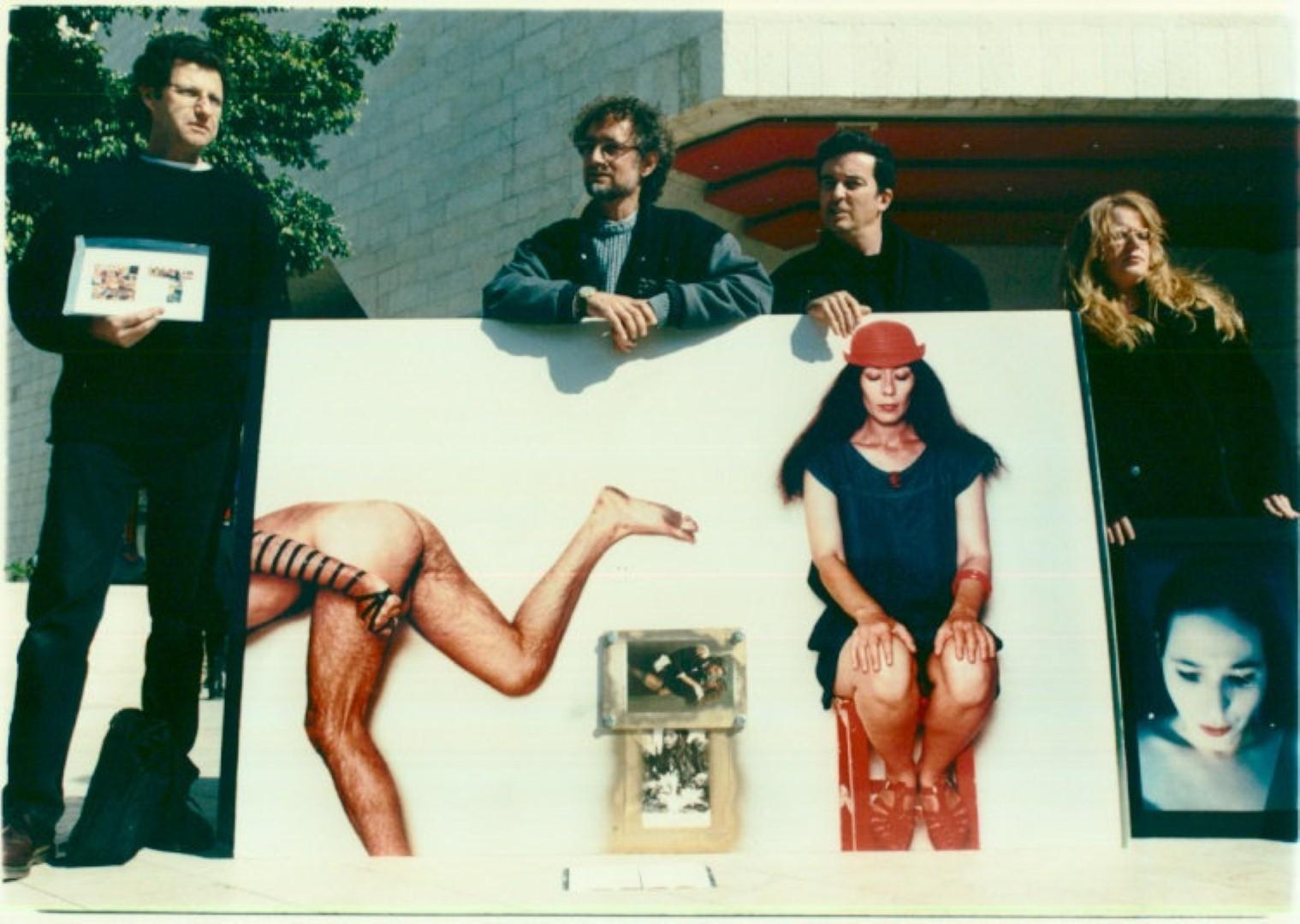 """במרכז: התמונה """"דיוקן יונה וולך"""" בה צילם קירשנר את וולך בהשראת שירה """"תפילין"""" (צילום: אורן אגמון)"""