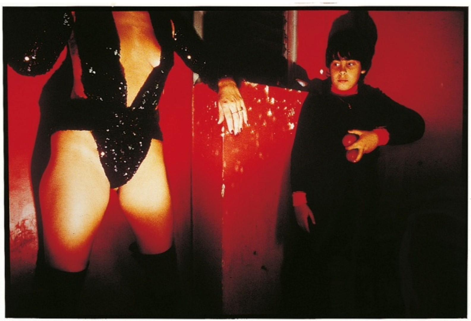 חשפנית ובנה - מאת מיכה קירשנר (מתוך אוסף מוזיאון תל אביב לאמנות)