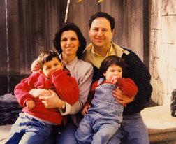 """Хагай Шефи с женой и детьми. Фото из архива """"Едиот ахронот"""""""