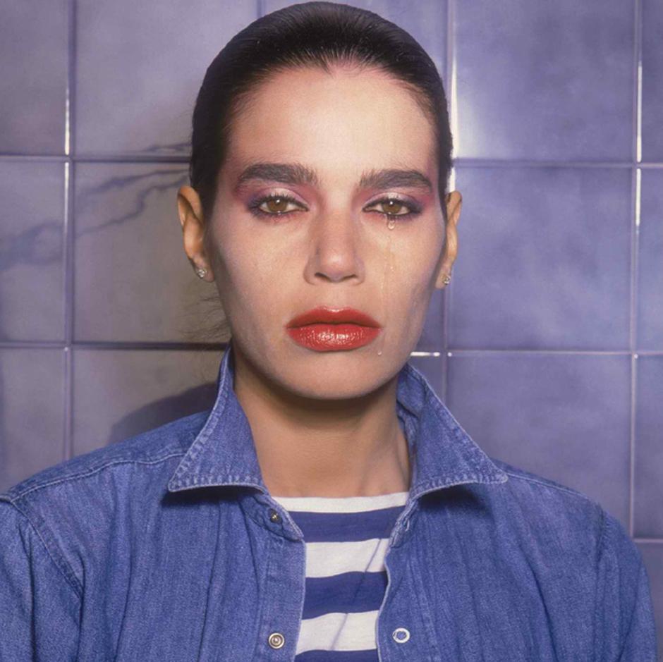 1982 . הדוגמנית תמי בן־עמי מזילה דמעה למצלמה של קירשנר