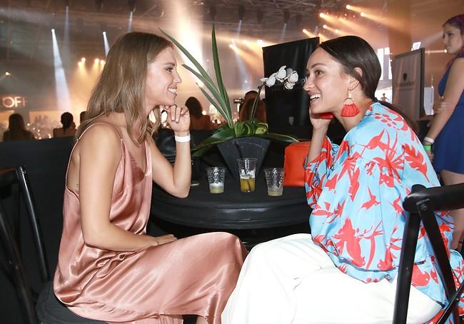 את גם רוקדת? אנה ארונוב ודנה גרוצקי (צילום: ענת מוסברג)