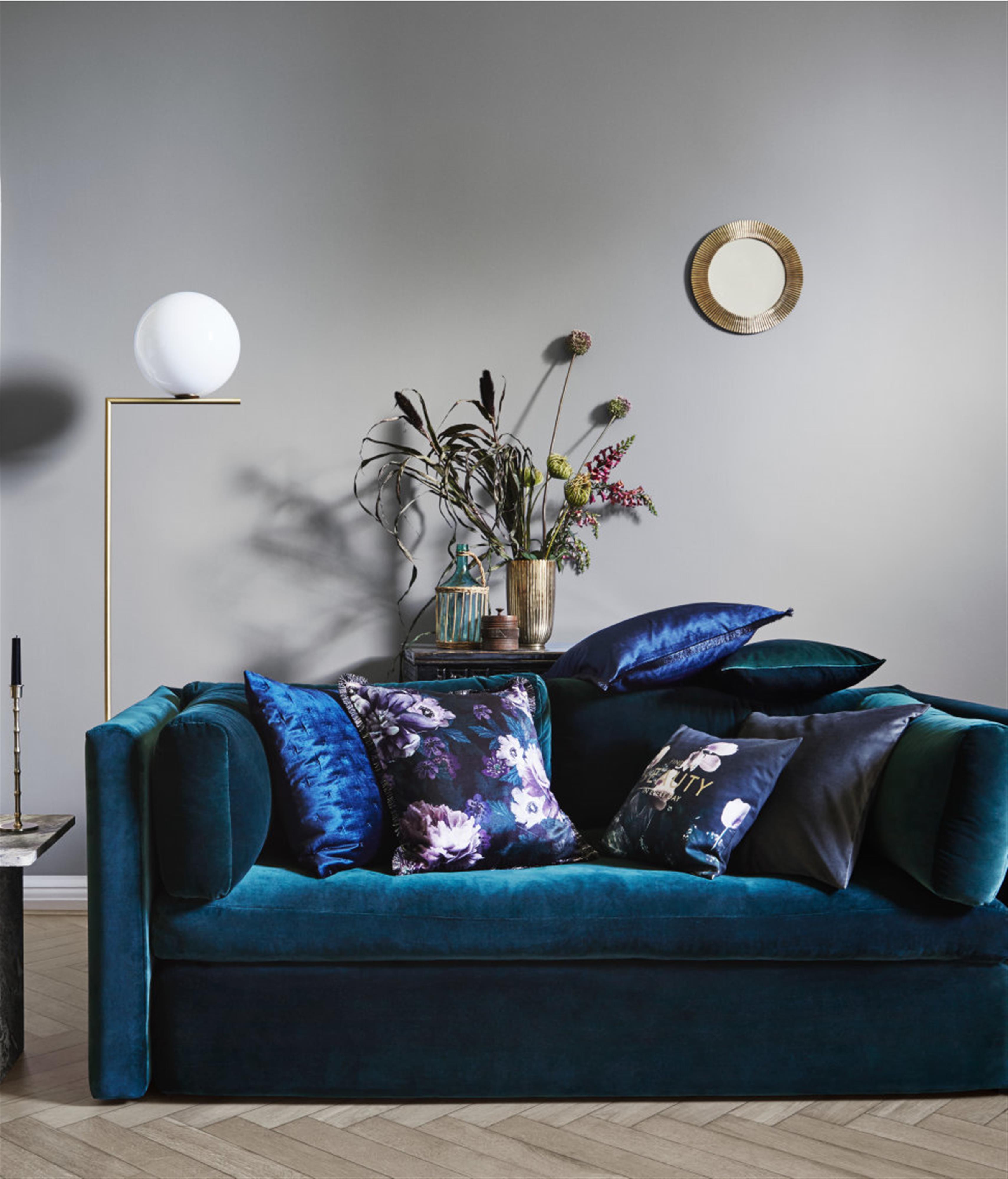 למתקדמים: שילוב של קטיפה עם הדפסים פרחוניים (צילום: הנס מוריץ, באדיבות H&M Home) (צילום: הנס מוריץ, באדיבות H&M Home)