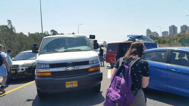 """מחאת הנכים בכביש החוף (צילום: אליס היימן, """"הנכים הופכים לפנתרים"""")"""