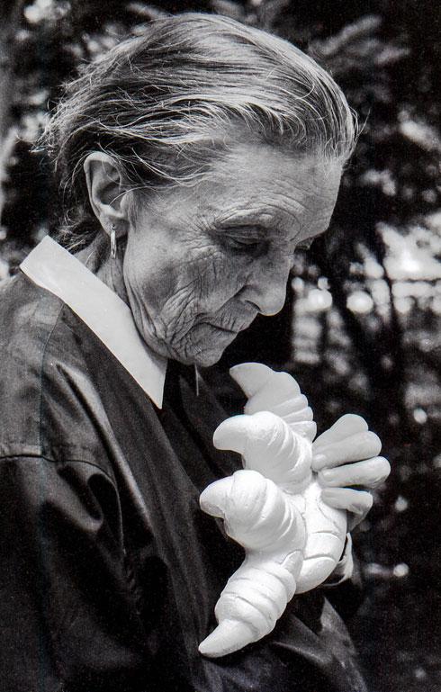 """לואיז בורז'ואה כפי שצולמה על ידי יוסף. """"האישה הכי חשובה בחיי"""" (צילום: אדר יוסף)"""