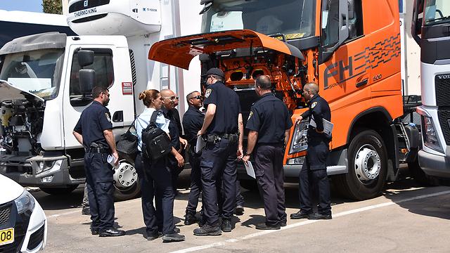 שוטרי היחידה בפעולה (צילום: דוברות המשטרה)