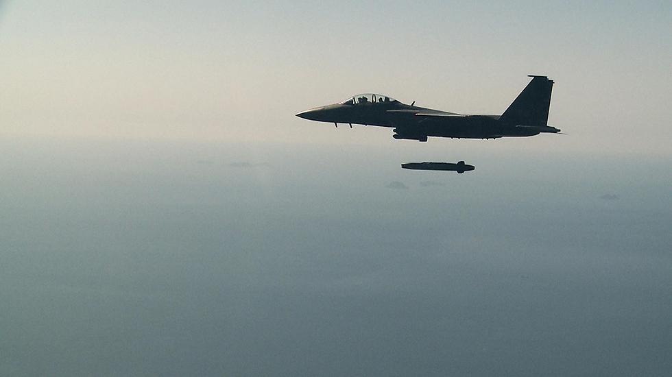 טיל השיוט שוגר ממטוס הקרב (צילום: AP)