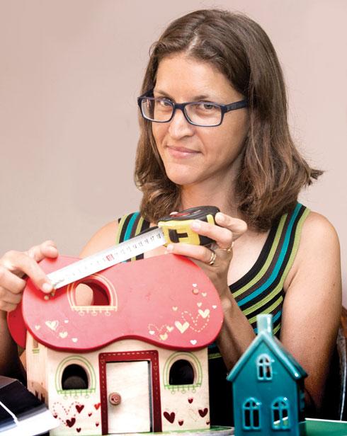 """מיכל פלטין, מדייקת בתים. """"כמהנדסת חשתי בורג קטן, כמדייקת בתים אני מרגישה שאני מייצרת שינוי מטורף"""" (צילום: צביקה טישלר)"""