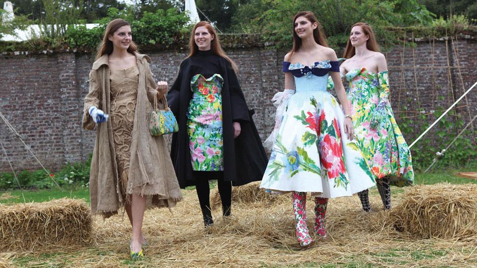 הוט קוטור במגפי גומי: סופשבוע בפסטיבל הסודי של עולם האופנה