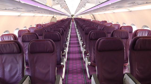 Салон самолета WAW. Фото: Сион Фарадж