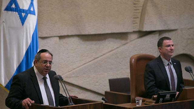 """ח""""כ יגאל גואטה מעל דוכן הכנסת. ארכיון  (צילום: אוהד צויגנברג) (צילום: אוהד צויגנברג)"""