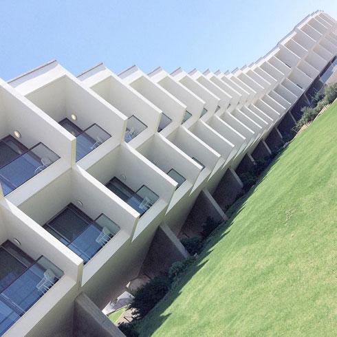 מלון אלמא בזכרון יעקב. ''דינמי גם אחרי 50 שנה'' (צילום: Nestor Cerami)