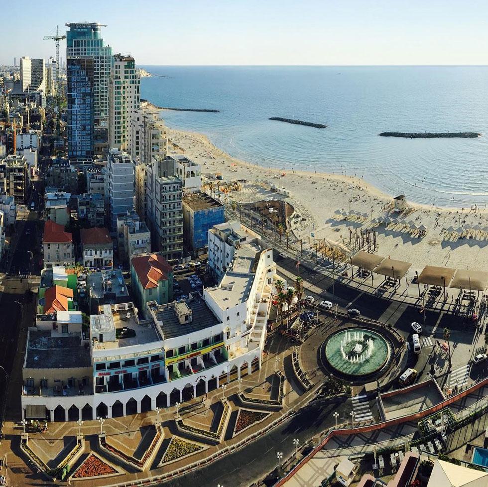 צילום לא אופייני: הנוף מחלונו בשלוש השנים שבהן התגורר בתל אביב (צילום: Nestor Cerami)