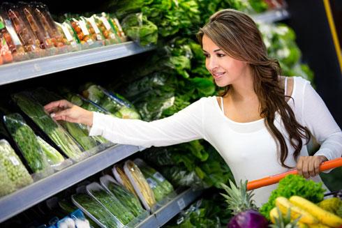 קנו בכל פעם שאתם נכנסים לסופר ירק או פרי שאינכם נוהגים לקנות בדרך כלל (צילום: Shutterstock)