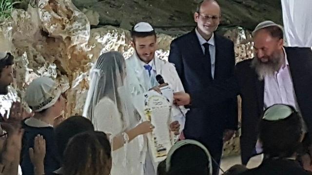 חתונתה של אורית עם דניאל, אמש (צילום: מועצה אזורית הר חברון)