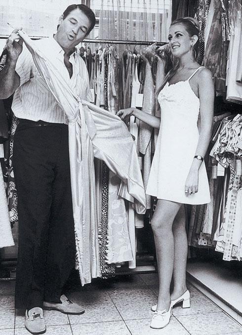 """עוד מהביקור של הדוגמנית מושית ציפורין בבוטיק """"קאסטרו מודל"""" (צילום: פיקסופרס)"""