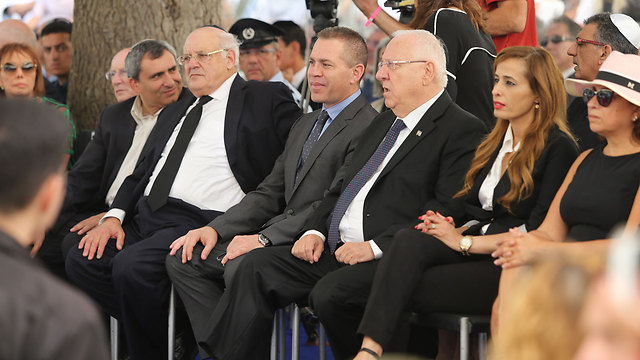 הנשיא ריבלין והשרים ארדן ואלקין באזכרה הממכלתית (צילום: עמית שאבי)