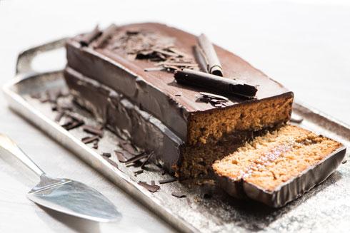 """עוגת דבש במילוי """"ריבת חלב"""" פרווה וציפוי שוקולד (צילום: דודו אזולאי)"""