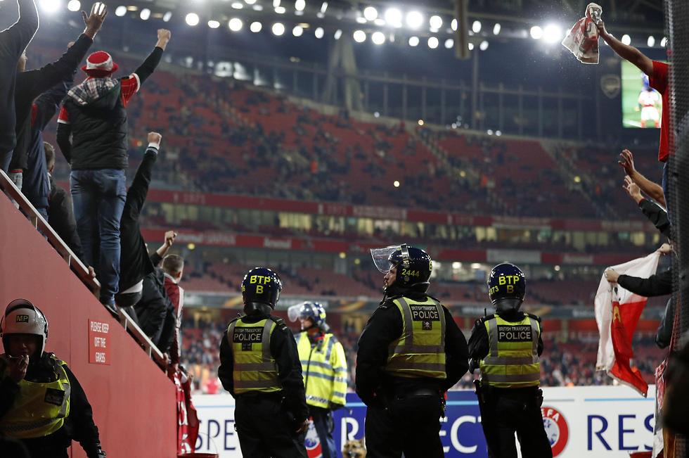 פחד מבלגן. השוטרים האנגלים (צילום: AFP)