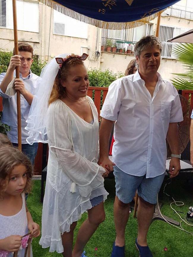 שתי חתונות תוך פחות מעשר שנים זה וואו. אורלי וילנאי וגיא מרוז בחתונה שנערכה ב-2017 (פייסבוק)