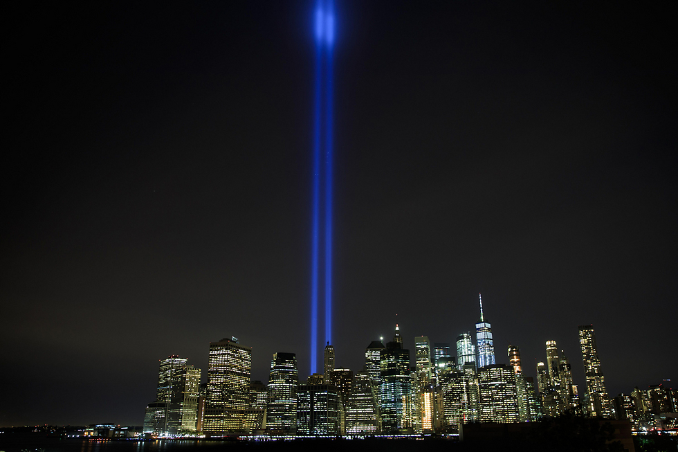 מנהטן, ניו יורק: אורות זיכרון ביום השנה למתקפת הטרור ב-11 בספטמבר (צילום: AFP)
