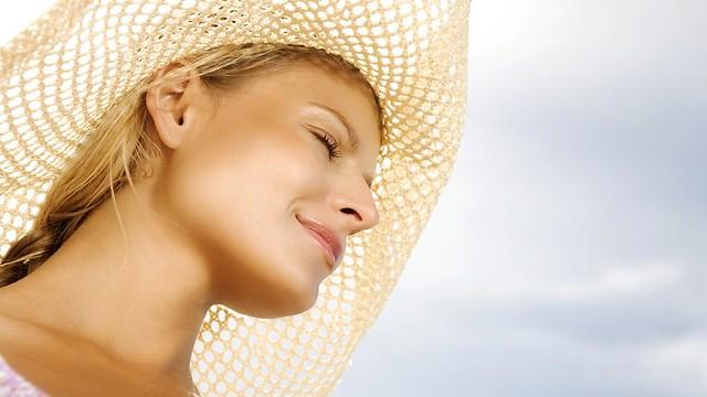 מגבירה את הרגישות בשמש. לשימוש רק בערב (צילום: shutterstock) (צילום: shutterstock)