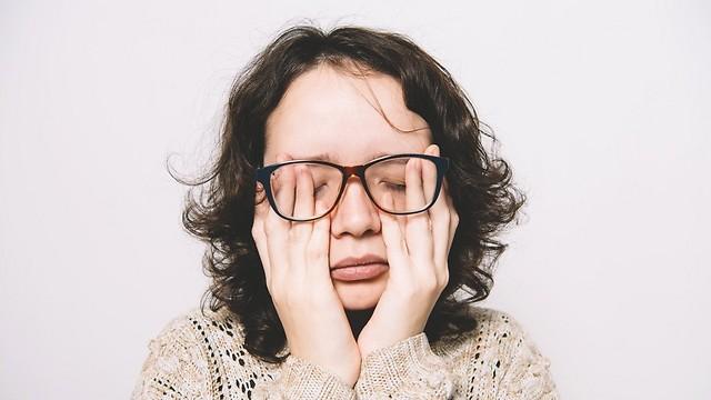 עייפות ובעיות בעיכול. חלק מסימני המחסור בוויטמינים ומינרלים (צילום: shutterstock) (צילום: shutterstock)