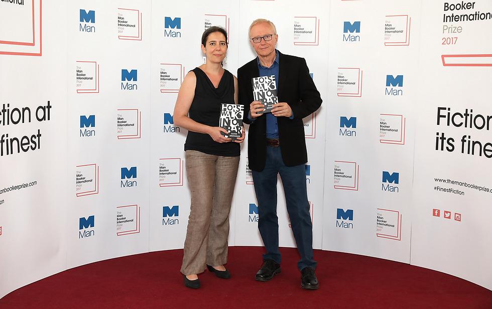 ג'סיקה כהן עם דויד גרוסמן זוכים בפרס מאן בוקר 2017 (gettyimages)