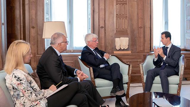 המשטר הסורי רושם הישגים בחזית בסיוע בעלי בריתו. אסד בפגישה בדמשק עם משלחת של הפרלמנט האיטלקי (צילום: EPA) (צילום: EPA)