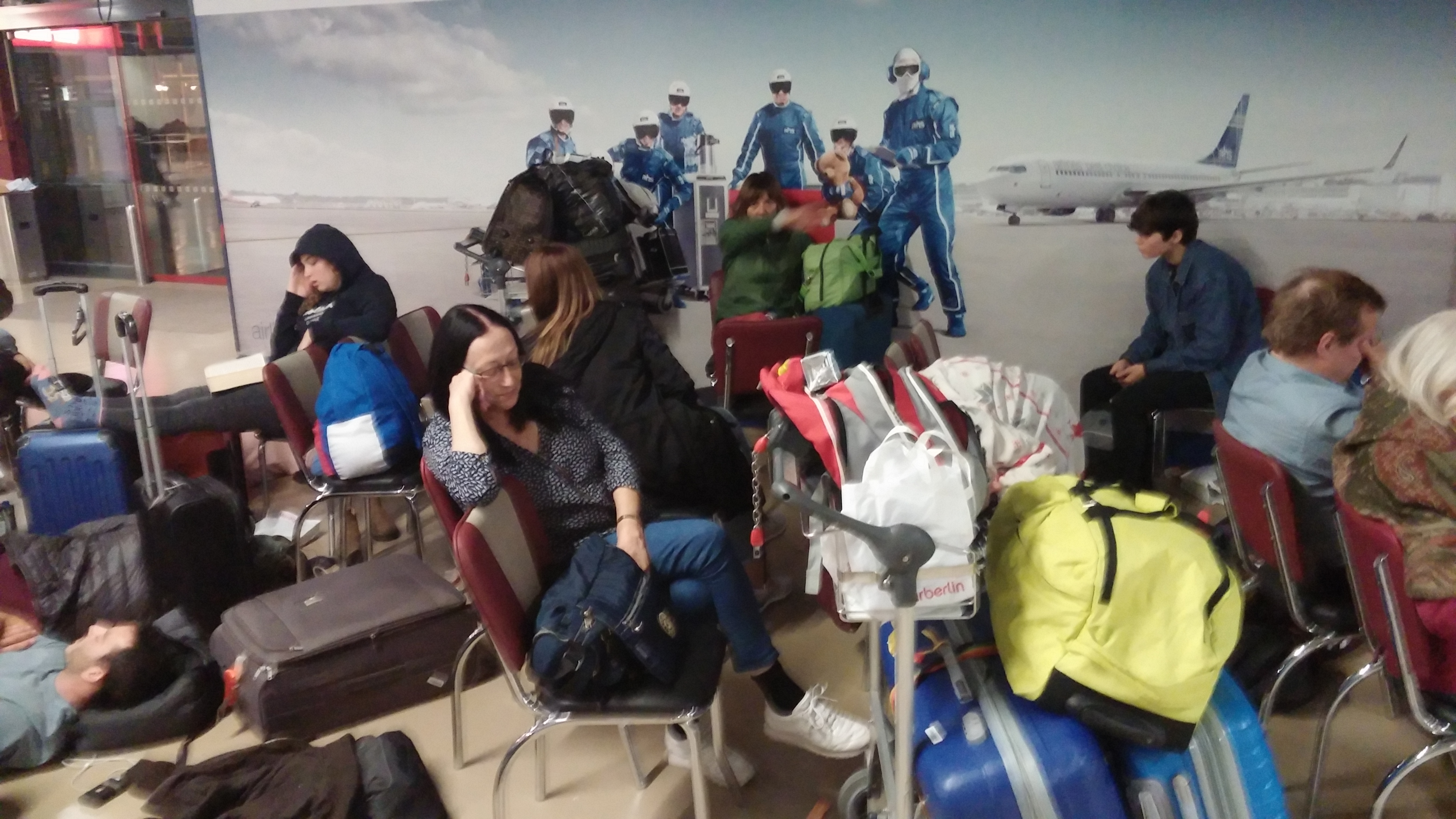 נוסעים ישראלים של החברה תקועים בשדה תעופה בגרמניה לפני מספר שבועות (צילום: מאיר פלג)