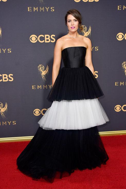 מנדי מור. השמלה התחפשה לאהיל (צילום: Gettyimages)