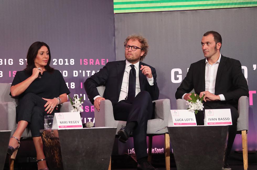 מימין: רוכב העבר איוון באסו, שר הספורט האיטלקי לוקה לוטי ומירי רגב (צילום: אורן אהרוני)
