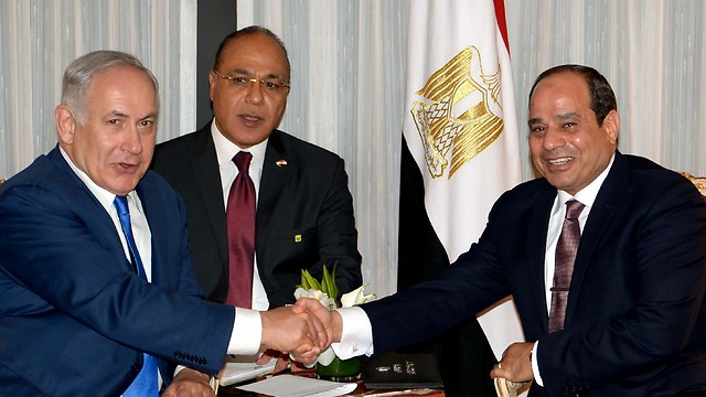 Prime Minister Benjamin Netanyahu (L) and Egyptian President Abdel Fattah al-Sisi (Photo: Avi Ohayon, GPO)