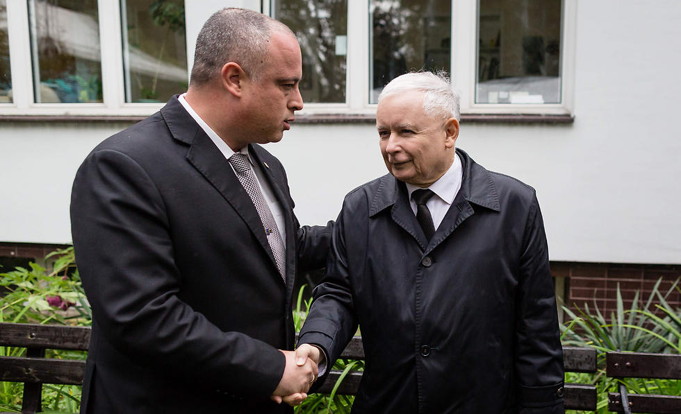 Kaczynski, right, with Israeli MK Hilik Bar (Photo: AFP)