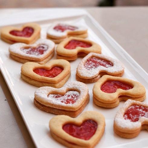 עוגיות לב במילוי ריבת תות (צילום: ערבה שלוש)